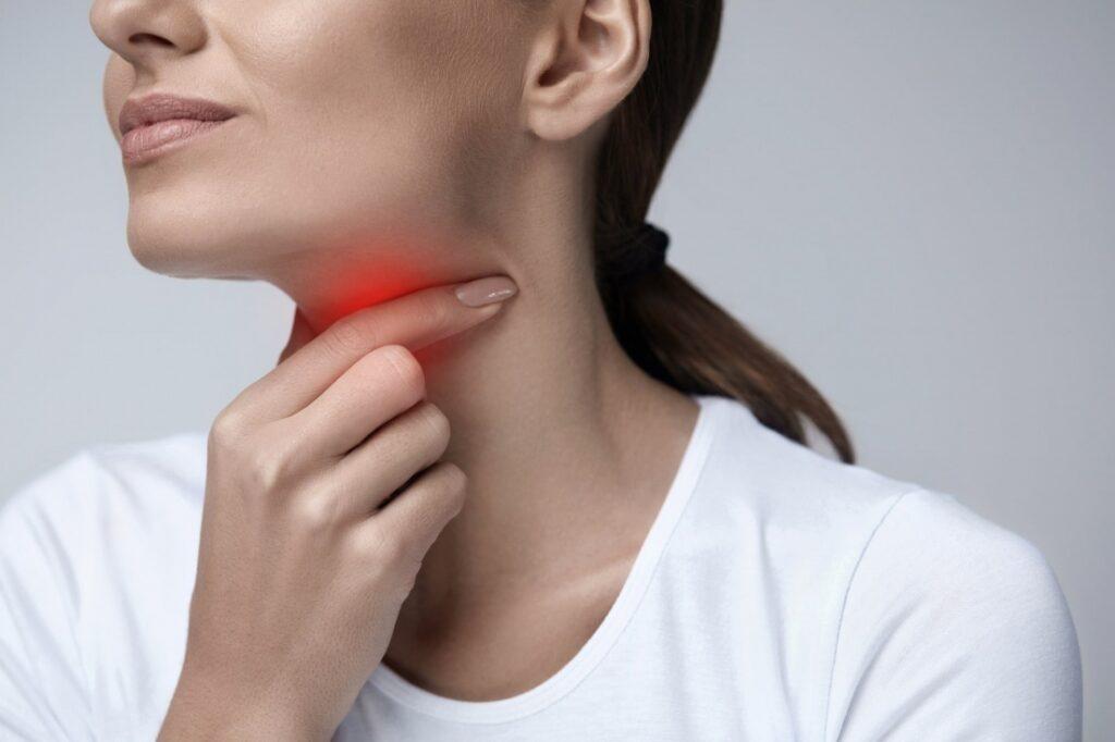 EL TAC de cuello para diagnosticar enfermedades de la garganta