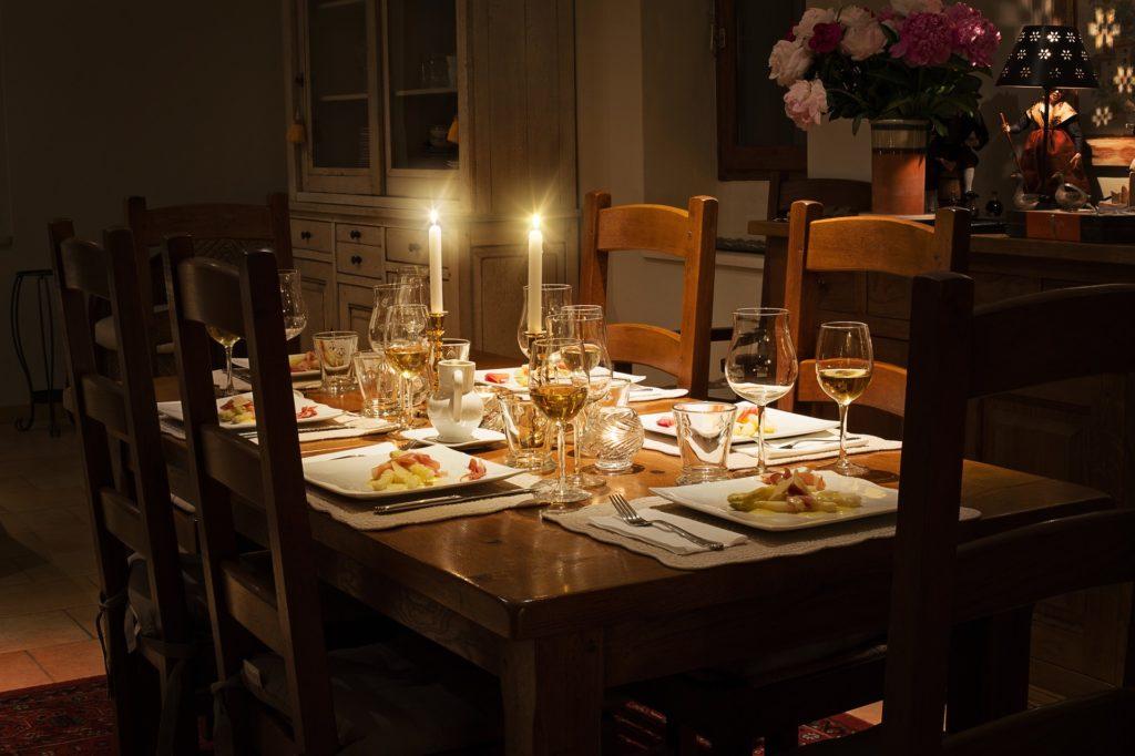 Cómo afecta cenar tarde a la salud cardiovascular de una mujer